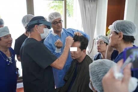Dr. Mohebi demonstrated the Mohebi Insterter